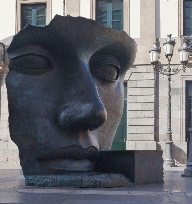 Photo: Sculpture Per Adriano, work of Igor Mitoraj, Square of Isla de Madeira, Santa Cruz de Tenerife, Spain, Diego Delso, Wikimedia Commons, License CC-BY-SA 3.0