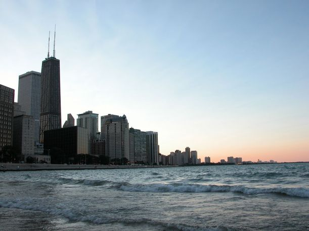 1024px-2003-08-22_Chicago_skyline_from_Olive_Park_Beach